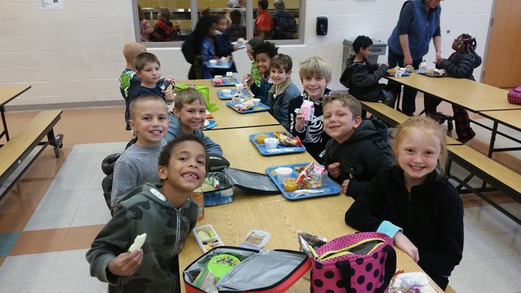 KT students enjoy a healthy lunch!